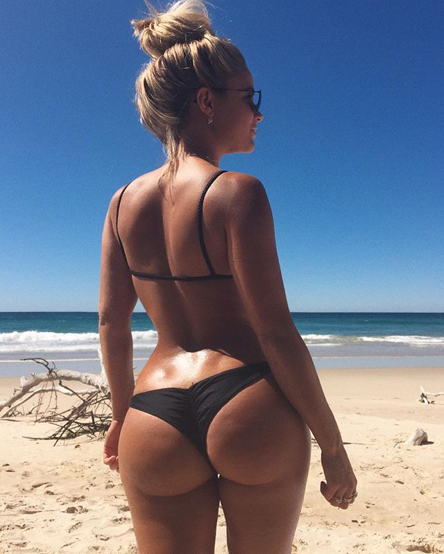 Instagram media karinairby - I love my butt dimples and you should too! Fact. Women get cellulite. Resolution. Flaunt it👯💁🏼 @BIKINI.BODY.BURN👈🏼